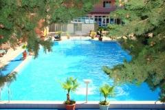 Открытый бассейн в Монероне