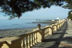 Набережная и пляж рядом с отелем